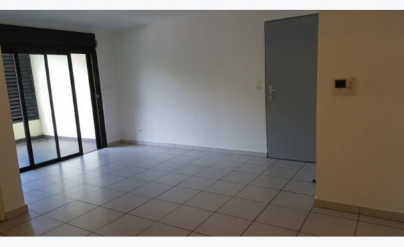 APPARTEMENT DE TYPE 2 MORNE COCO REMIRE-MONTJOLY