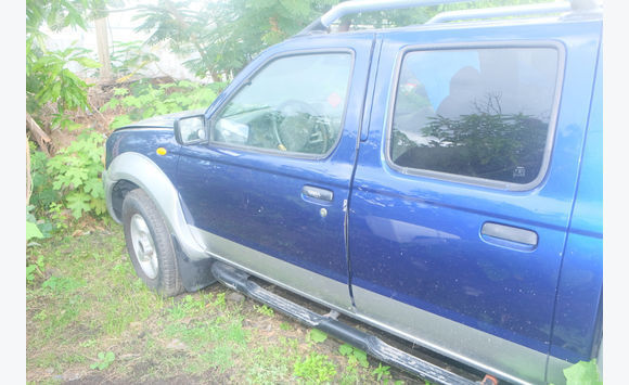 Nissan pickup for parts