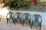 Lot 4 plastic chairs