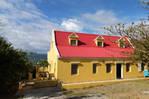 Grote 4 BR villa met 2 BR appartement goed geprijsd